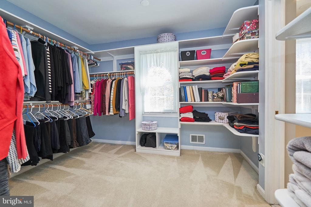 Huge walk-in closet/dressing area - 914 ROLLING HOLLY DR, GREAT FALLS