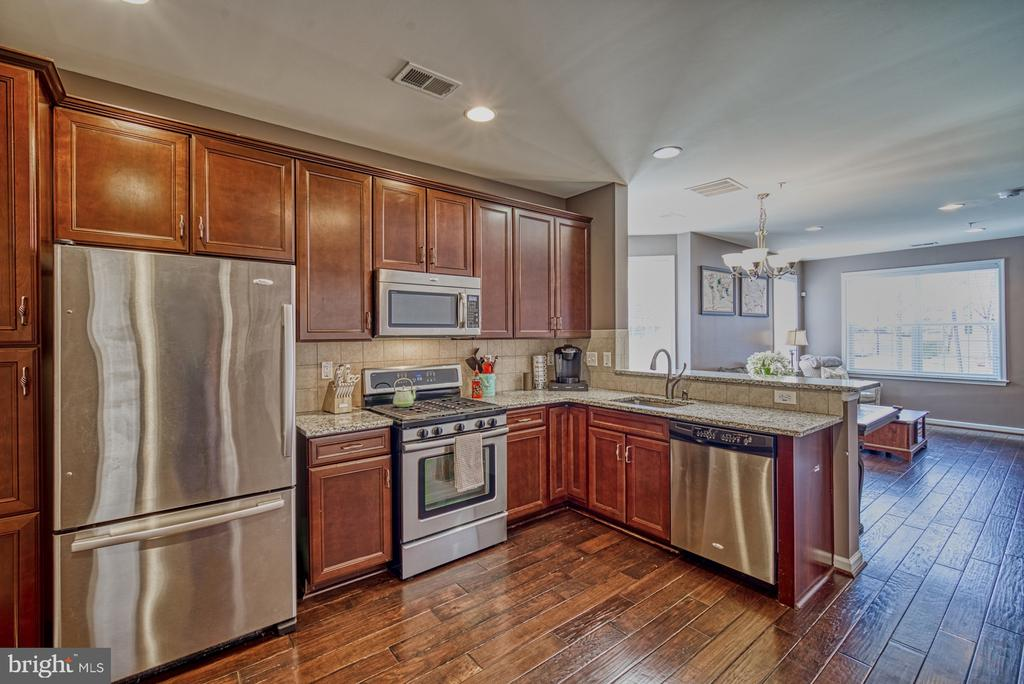 Updated Kitchen with Gorgeous Granite Countertops - 22728 BEACON CREST TER, BRAMBLETON