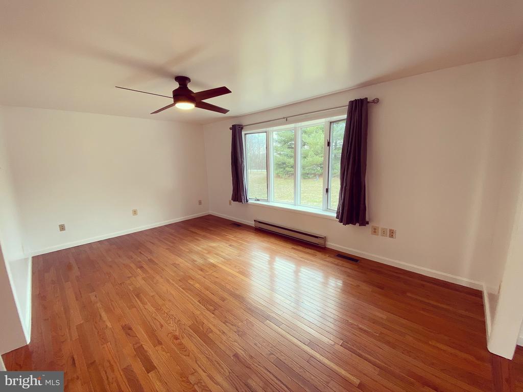 Living Room - 424 PEMBROKE WAY, CHARLES TOWN