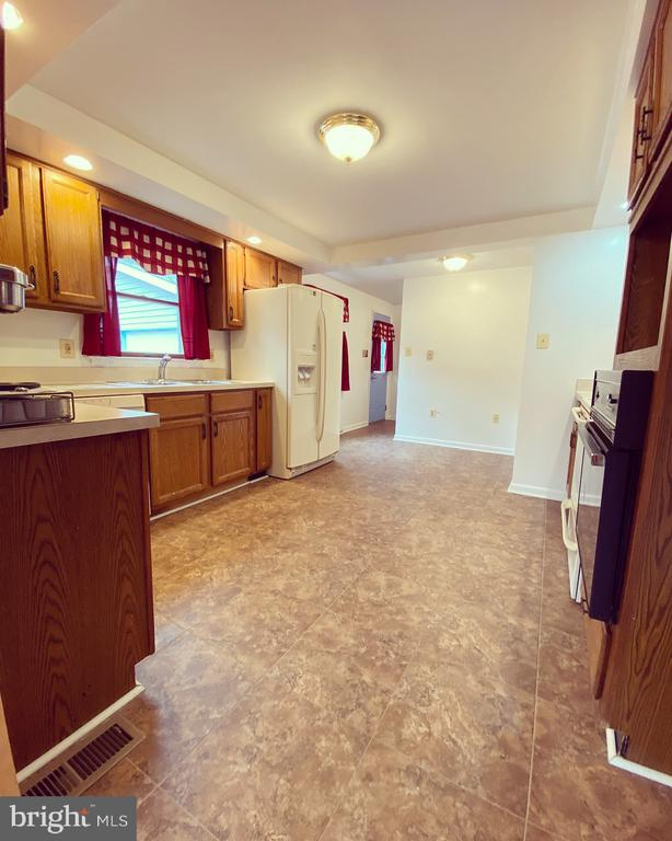 Kitchen from Dining Room - 424 PEMBROKE WAY, CHARLES TOWN