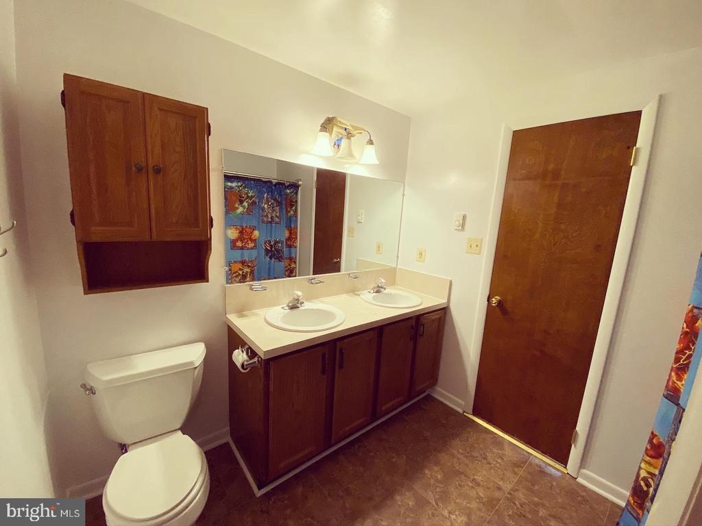 Hallway Bathroom - 424 PEMBROKE WAY, CHARLES TOWN