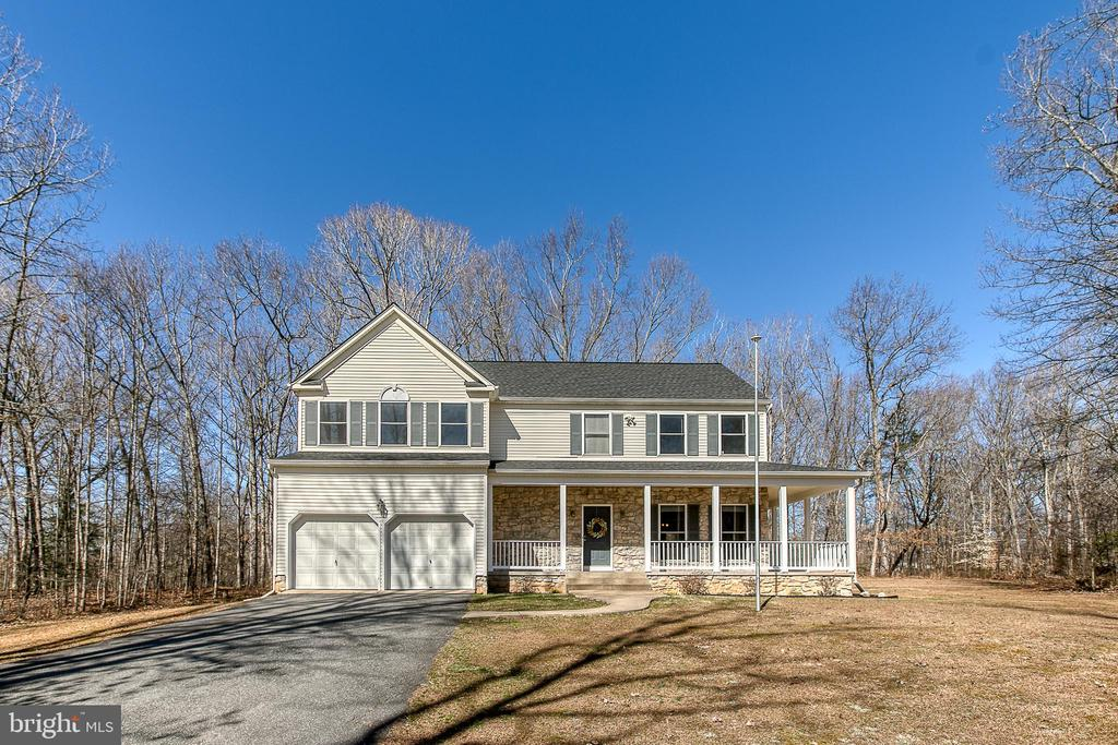 Beautiful home on 3 acres. - 11 LINDSEY LN, STAFFORD