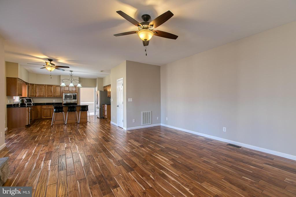 Gleaming hardwood floors throughout main level. - 11 LINDSEY LN, STAFFORD