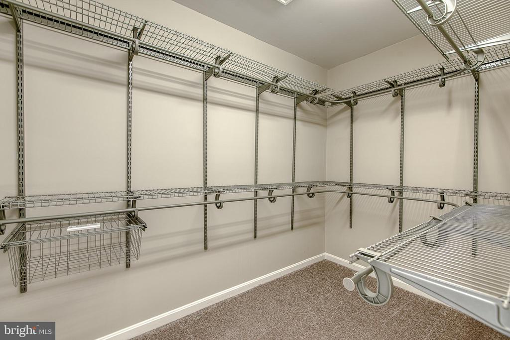 Walk-in closet with custom racks - 11 LINDSEY LN, STAFFORD