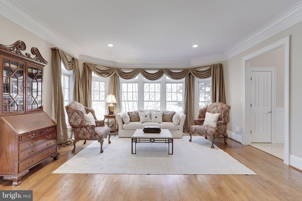 Formal Living Room - 912 PEACOCK STATION RD, MCLEAN
