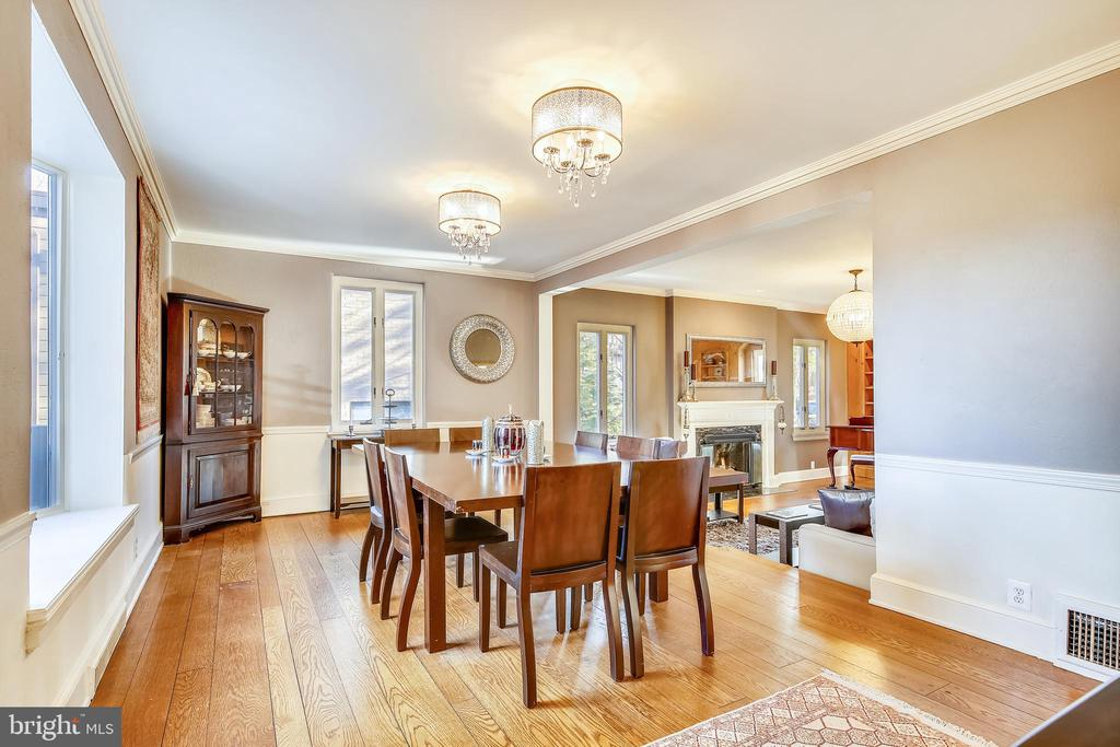 Dining room with elaborate mouldings - 2607 31ST ST NW, WASHINGTON