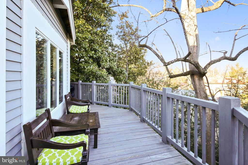 Deck with scenic views - 2607 31ST ST NW, WASHINGTON