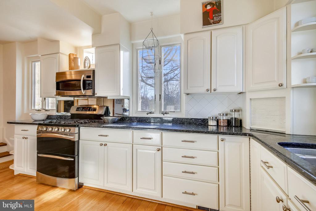 Kitchen with granite countertops - 2607 31ST ST NW, WASHINGTON