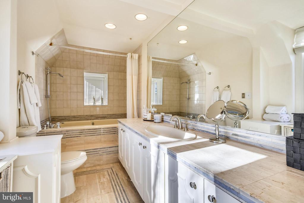 Master bathroom with soaking tub - 2607 31ST ST NW, WASHINGTON