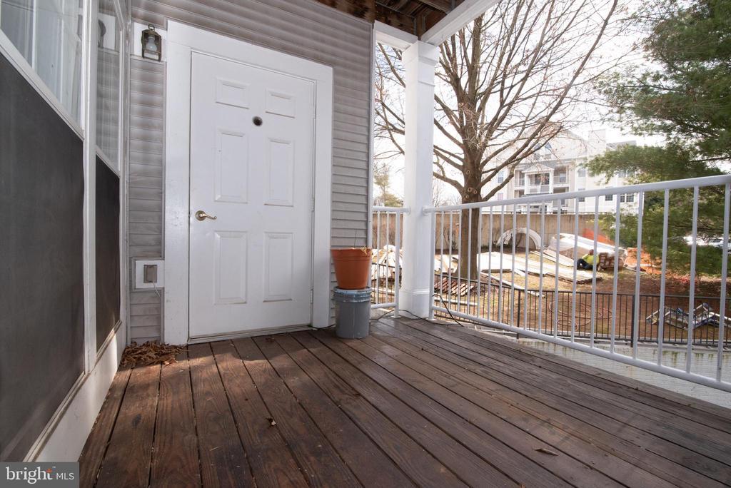 Porch - 18310 FEATHERTREE WAY #102-288, GAITHERSBURG