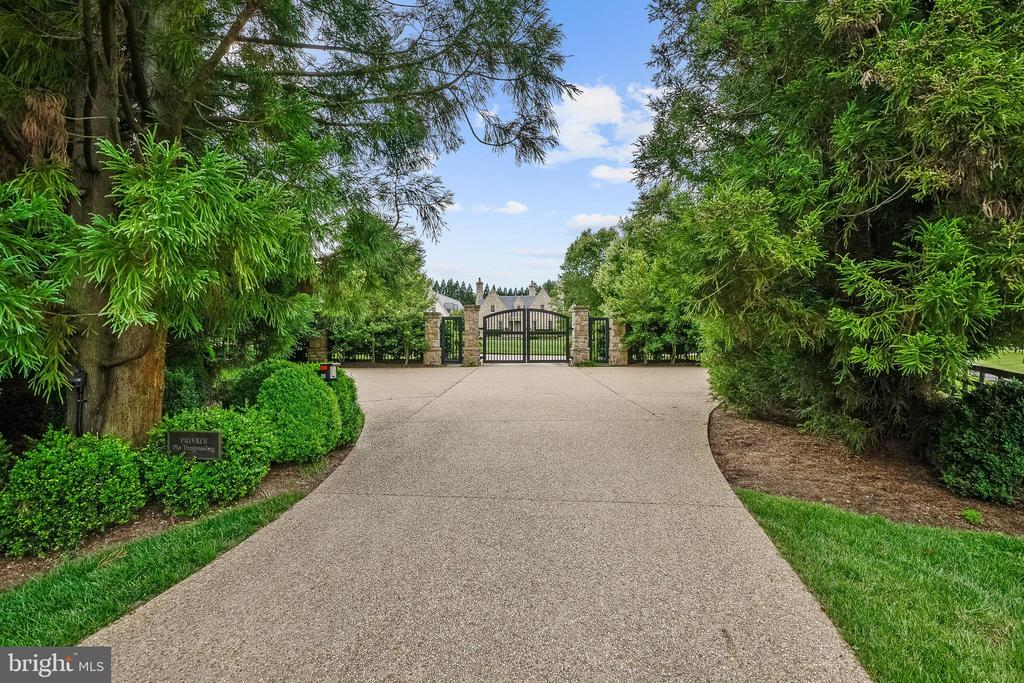 Gated Entrance - 576 INNSBRUCK AVE, GREAT FALLS