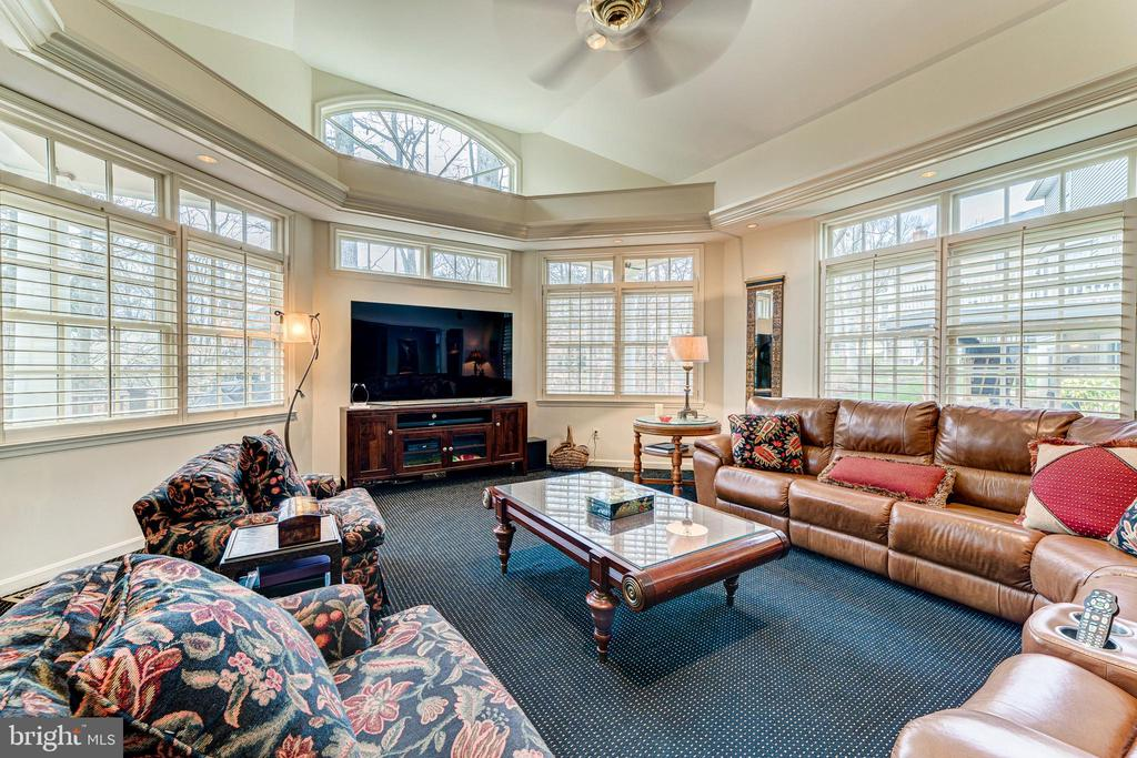 Large family room for your largest parties - 7804 WINDY POINT CT, SPRINGFIELD
