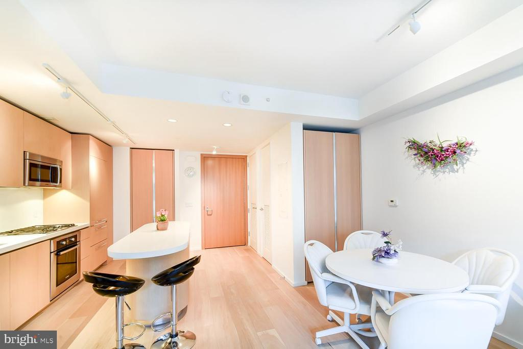 Open floorplan with lots of space - 925 H ST NW #707, WASHINGTON