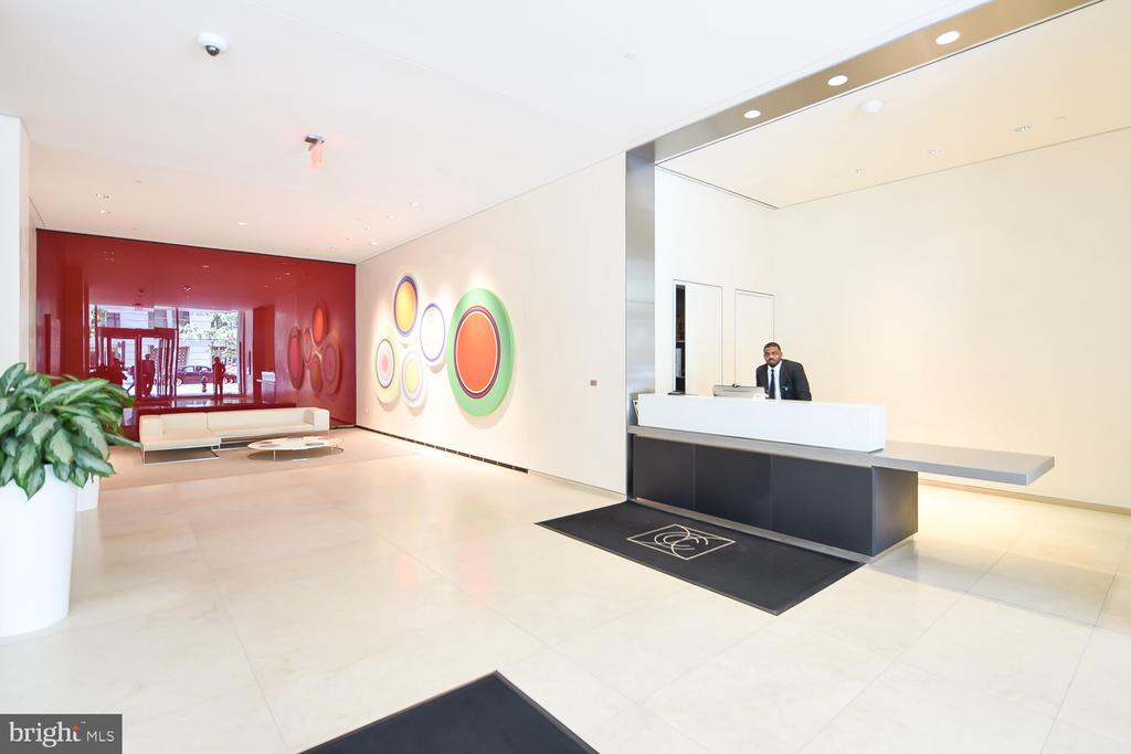 24 hour concierge at desk in lobby - 925 H ST NW #707, WASHINGTON