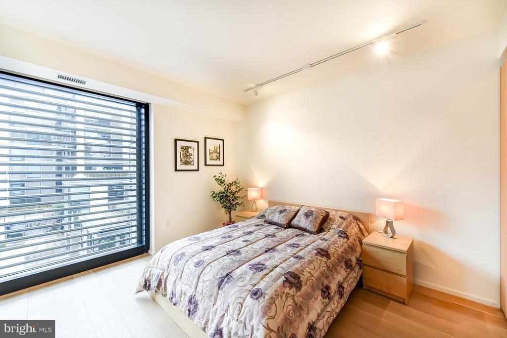 Floor to ceiling windows onto quiet courtyard - 925 H ST NW #707, WASHINGTON