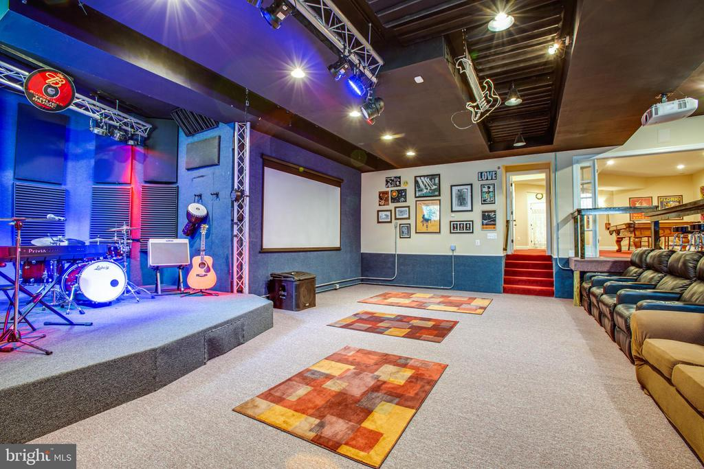 Stage with lighting and space for 100 - 10408 LAUREL RIDGE WAY, FREDERICKSBURG