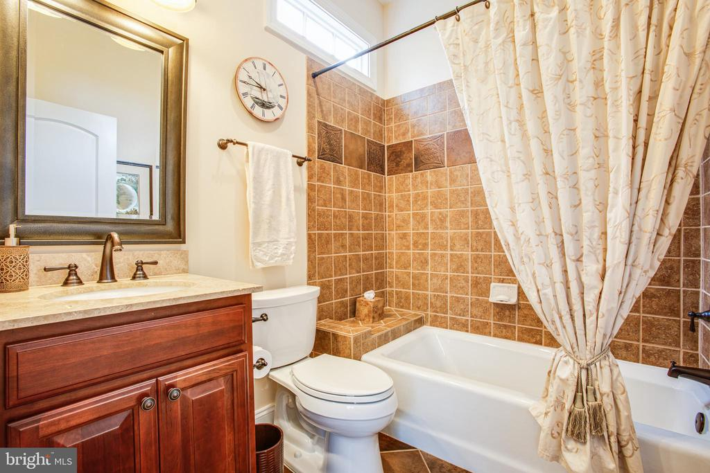 Main level bedroom bath - 10408 LAUREL RIDGE WAY, FREDERICKSBURG