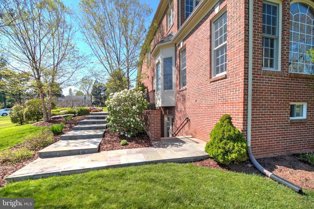 Steps From Basement Entrance To Driveway - 1125 CLINCH RD, HERNDON
