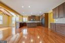 Butler's Pantry and Chef's Kitchen - 15879 FROST LEAF LN, LEESBURG