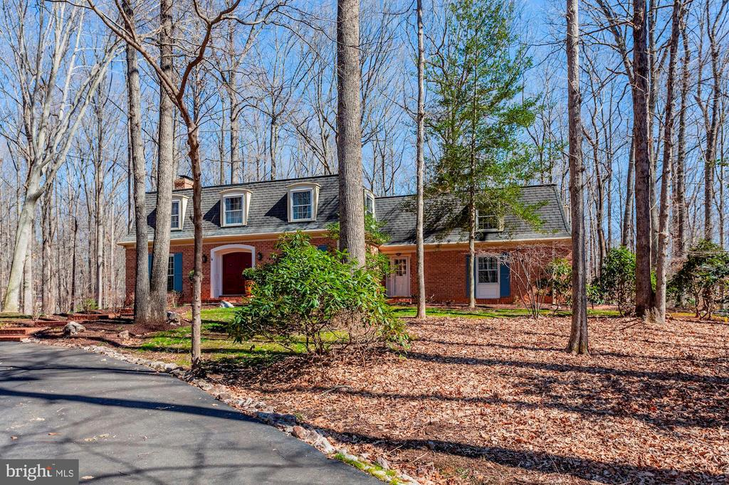 4 bedrooms & an upstairs guest suite - 11726 WINTERWAY LN, FAIRFAX STATION