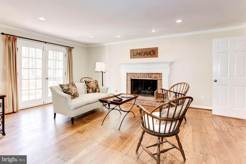 The first floor family room with gas fireplace. - 11726 WINTERWAY LN, FAIRFAX STATION