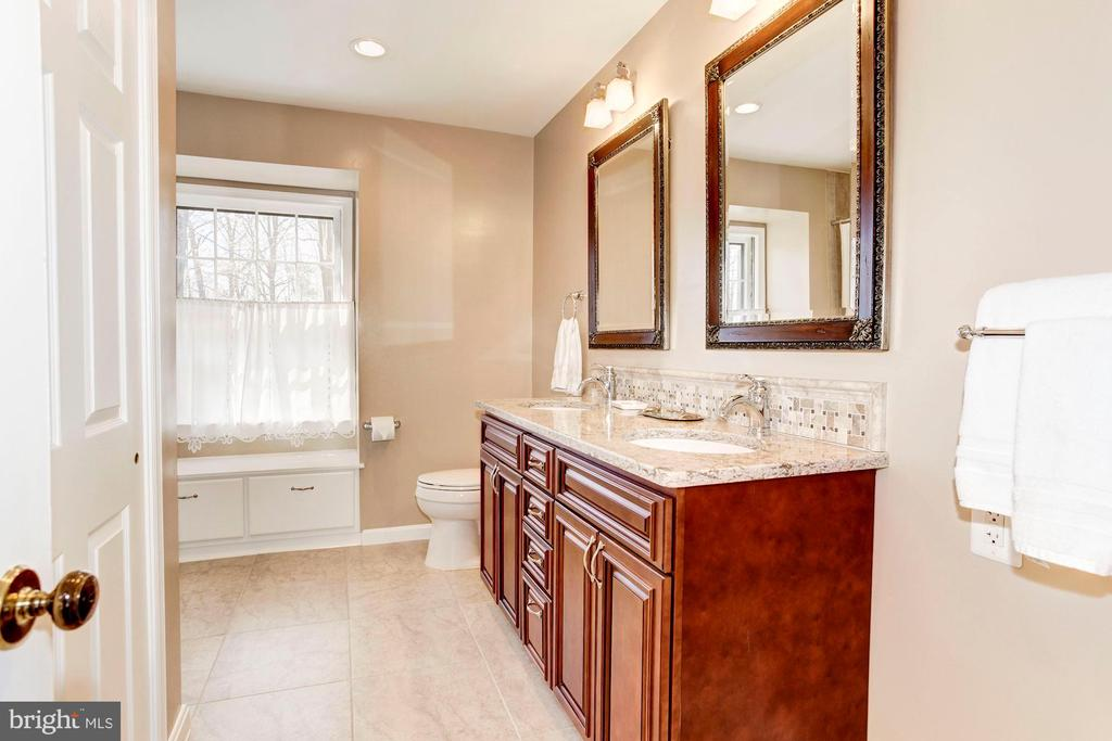 The upstairs hall bath, - 11726 WINTERWAY LN, FAIRFAX STATION