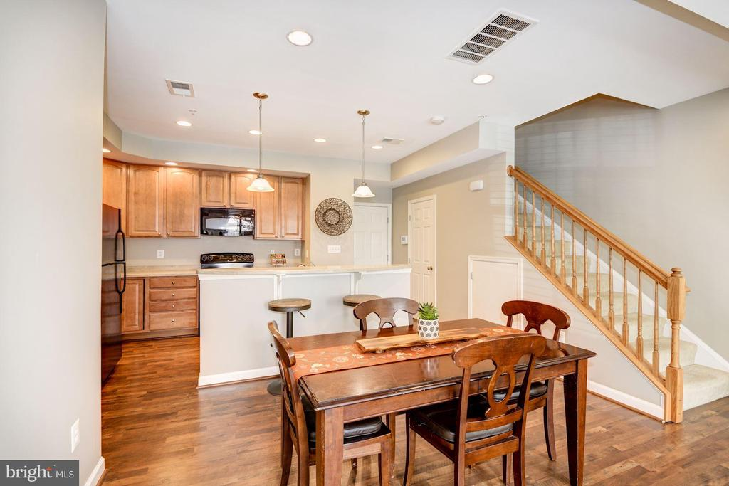 - 7267 DARBY DOWNS, ELKRIDGE