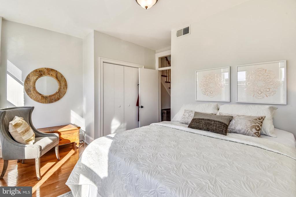 Second floor additional bedroom - 318 CONSTITUTION AVE NE, WASHINGTON