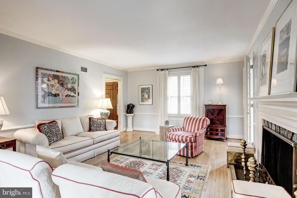 Living Room - 9125 FERNWOOD RD, BETHESDA