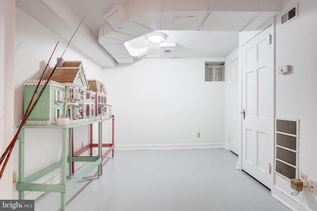 Large Storage Room - 9125 FERNWOOD RD, BETHESDA