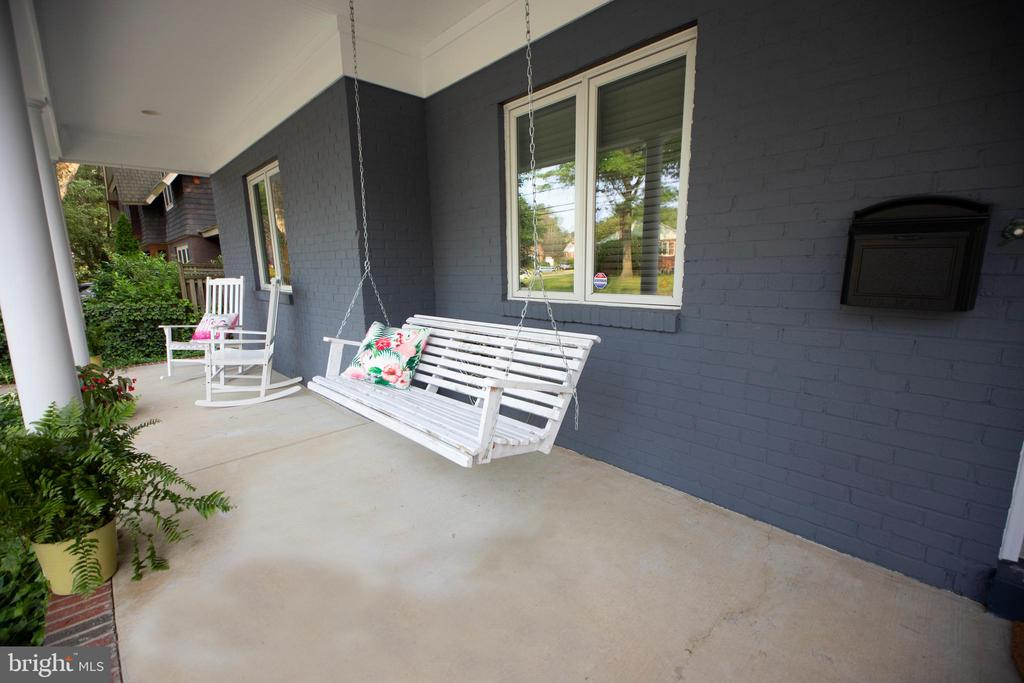 Covered front porch - 3006 N TUCKAHOE ST, ARLINGTON