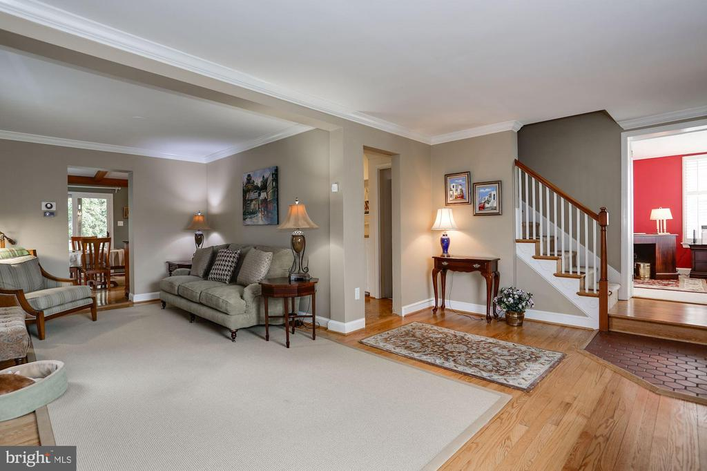 Large Living Room with Flexible Space - 2625 N QUANTICO ST, ARLINGTON