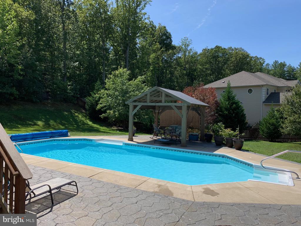 Enjoy many days around this heated pool - 29 HEMPSTEAD LN, STAFFORD