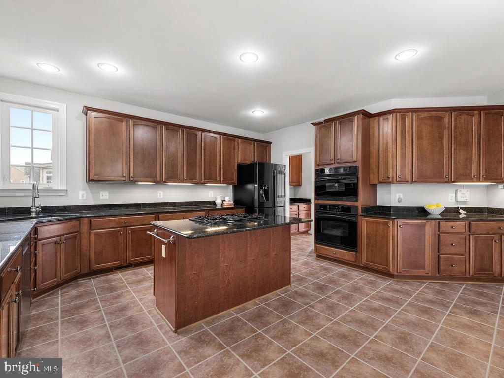 Spacious Kitchen - 21826 ENGLESIDE PL, BROADLANDS