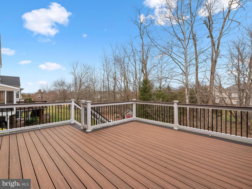 Large Trex Deck with Tree Top Views - 21826 ENGLESIDE PL, BROADLANDS