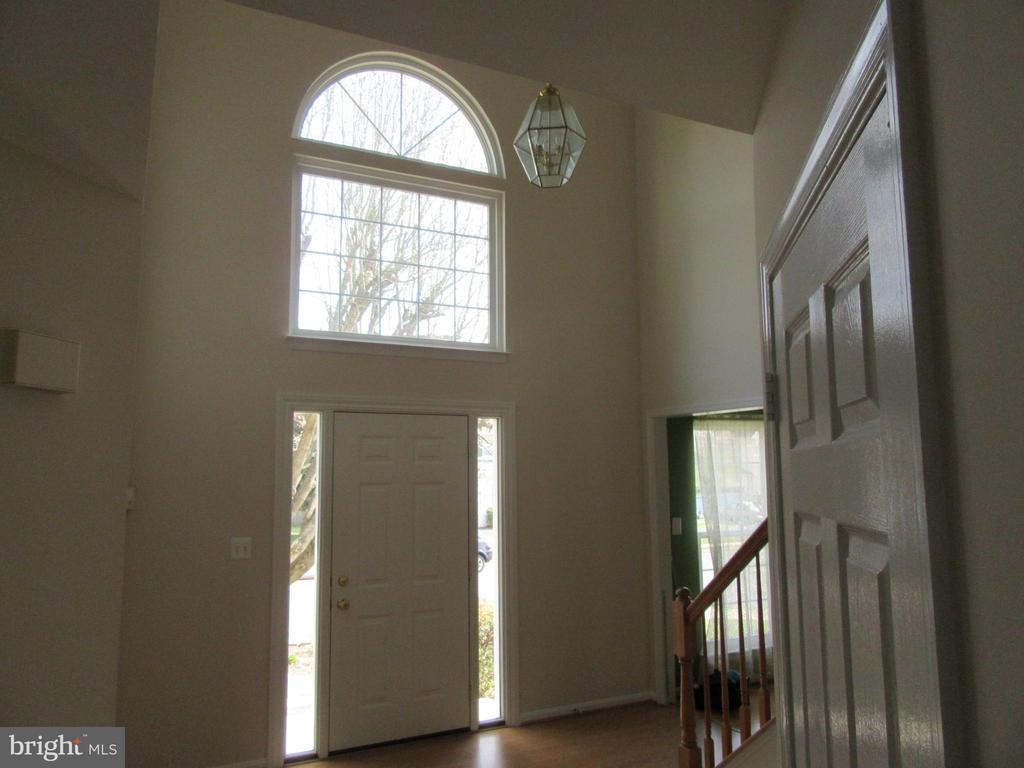 Freshly painted foyer - 9337 S WHITT DR, MANASSAS PARK