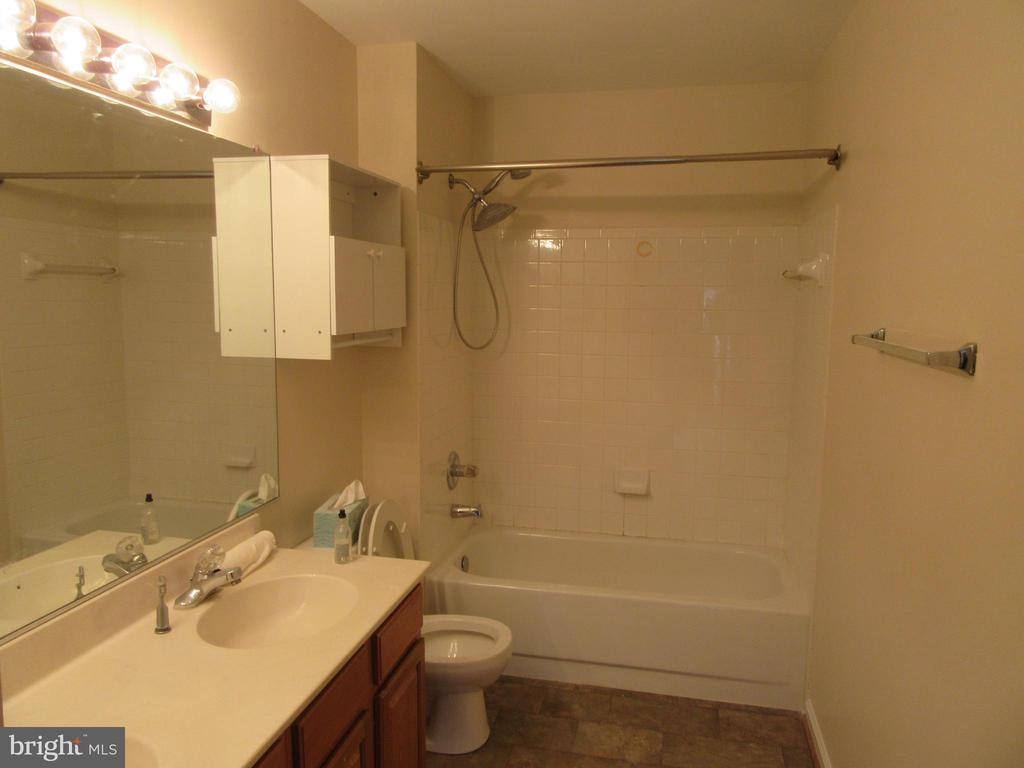 Hall Full bath freshly painted - 9337 S WHITT DR, MANASSAS PARK