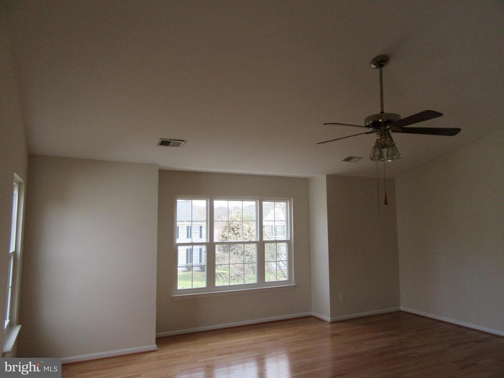 Hardwood floors in MBR - 9337 S WHITT DR, MANASSAS PARK