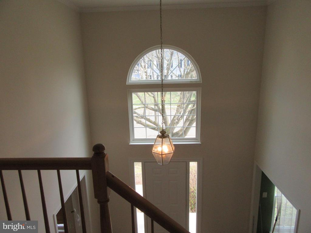 Palladium window in foyer - 9337 S WHITT DR, MANASSAS PARK