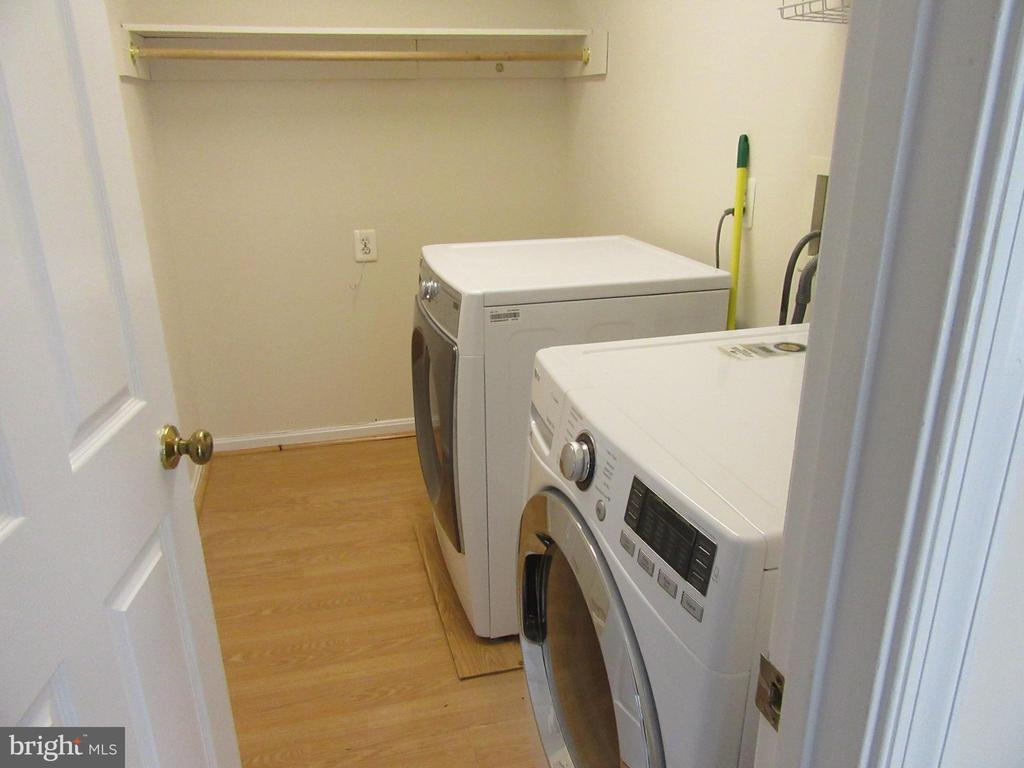 Front load washer and dryer in laundry - 9337 S WHITT DR, MANASSAS PARK