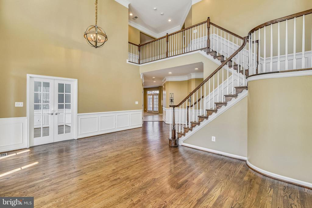 Gleaming HW floors and cathedral ceilings in the - 22128 PARK GLENN DR, BROADLANDS