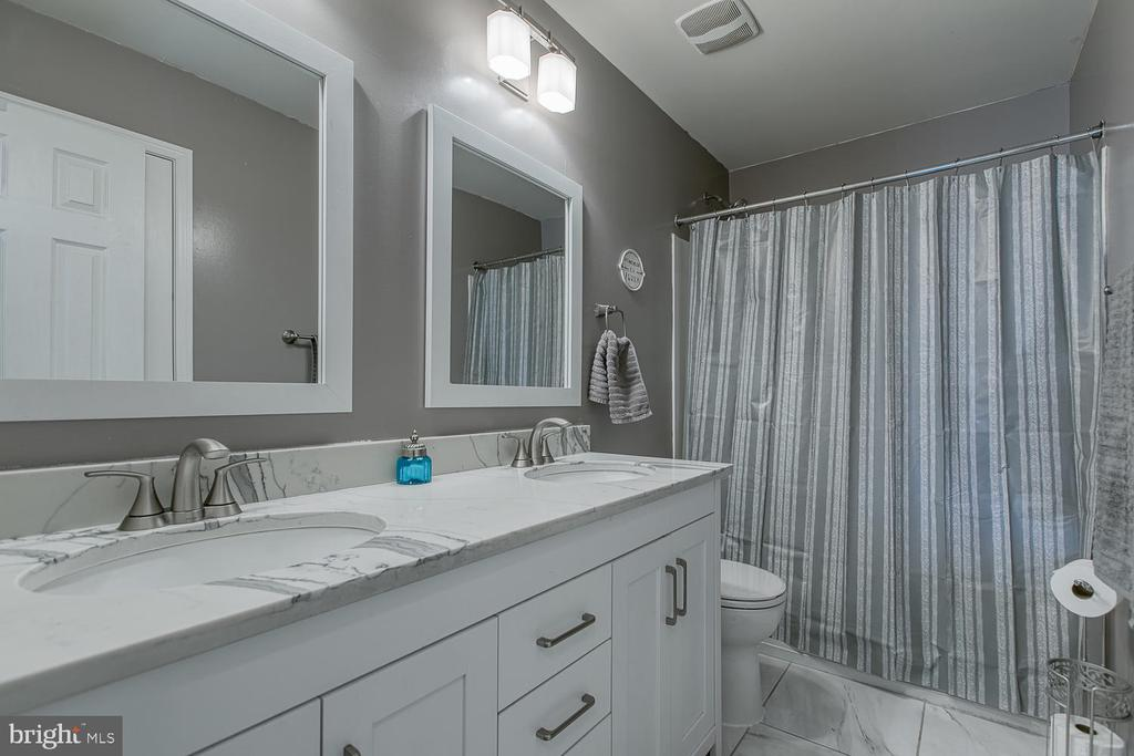 New hall bath! - 1121 WHITE OAK RD, FREDERICKSBURG