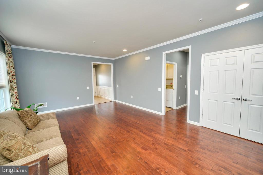 So many options for furniture arrangement! - 29 LUDINGTON LN, FREDERICKSBURG