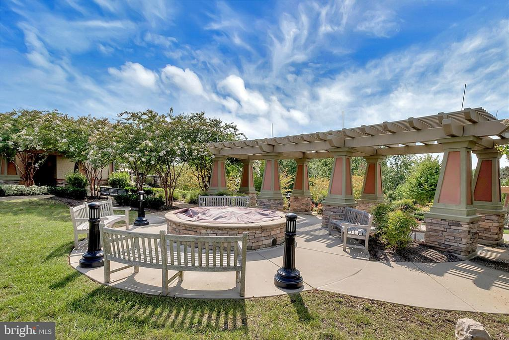 Relaxation and fun at every turn! - 29 LUDINGTON LN, FREDERICKSBURG