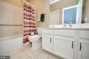 Full Bath #2 with ceramic floor, shower/tub. - 29 LUDINGTON LN, FREDERICKSBURG