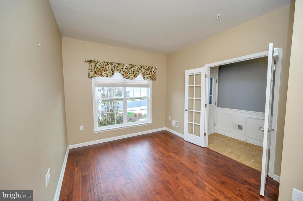 and a view to the front. - 29 LUDINGTON LN, FREDERICKSBURG