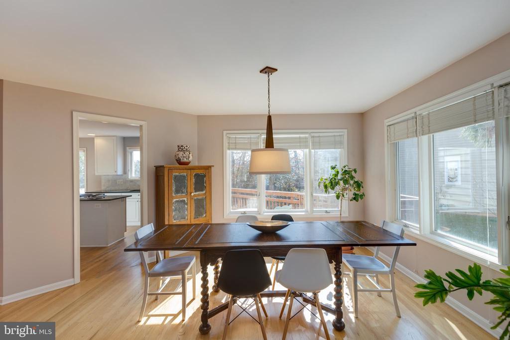 Dining area is light & spacious - 11205 PAVILION CLUB CT, RESTON