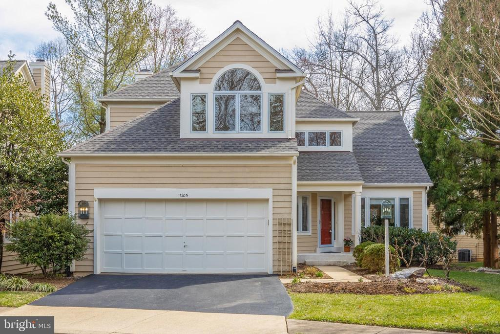 Professionally landscaped & maintained lot - 11205 PAVILION CLUB CT, RESTON