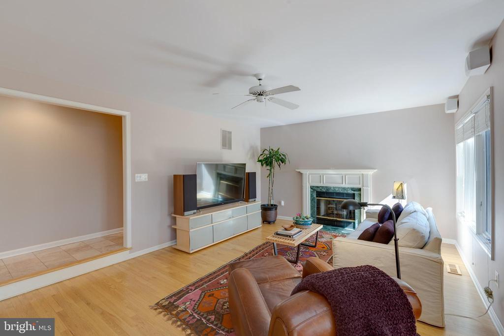 Family room w/gas fireplace - 11205 PAVILION CLUB CT, RESTON