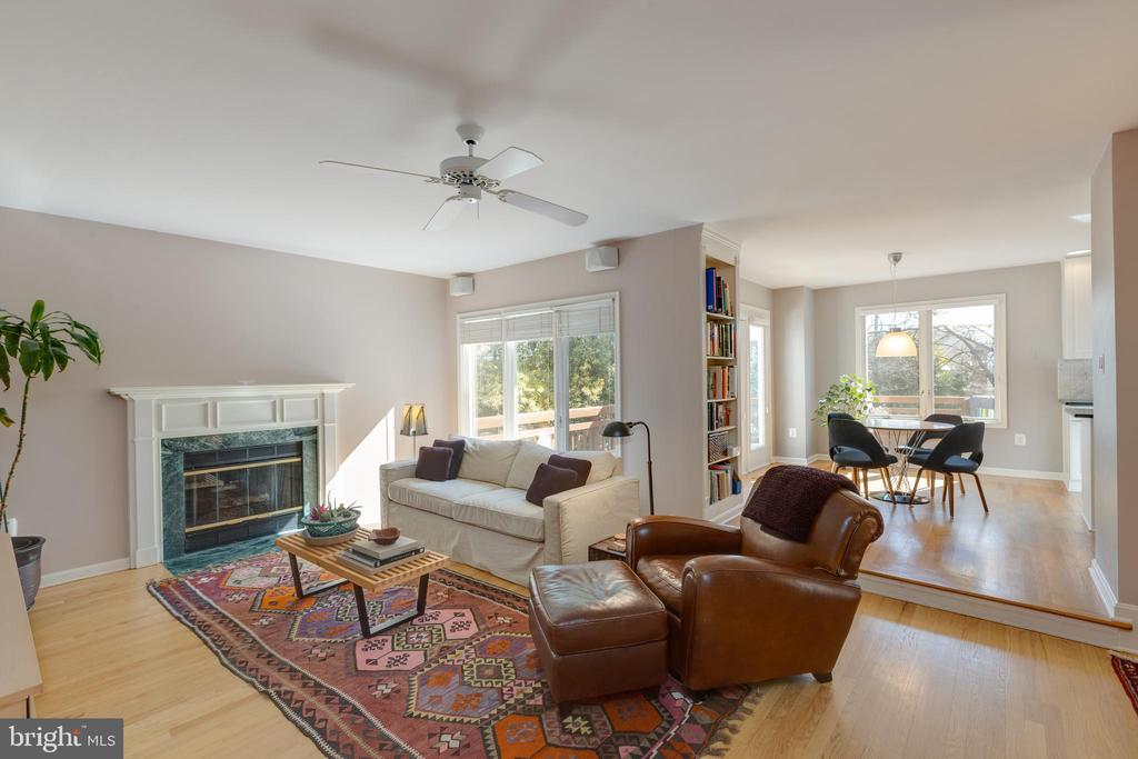 Family room continues the warm modern vibe - 11205 PAVILION CLUB CT, RESTON